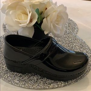 NWT Dansko Black professional Patent Leather clogs